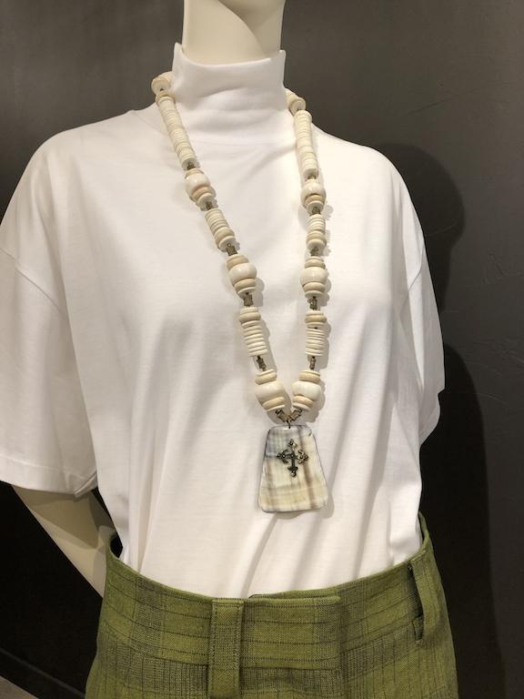 Sautoire de perles blanches